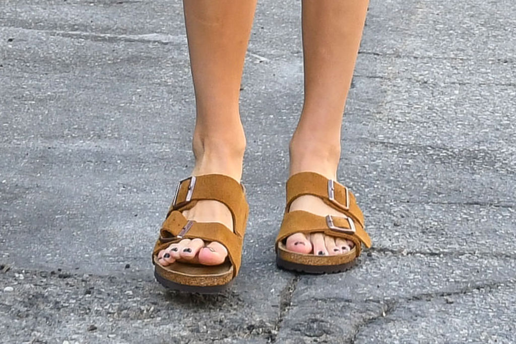 Kendall Jenner, birkenstock, sandals, los angeles, pedicure, shoe style, feet, toes, nail polish