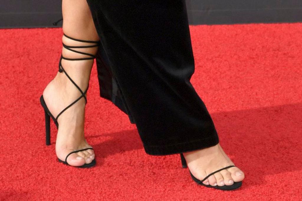 Kim Kardashian, pedicure, strappy black sandals, red carpet, creative arts Emmys 2019