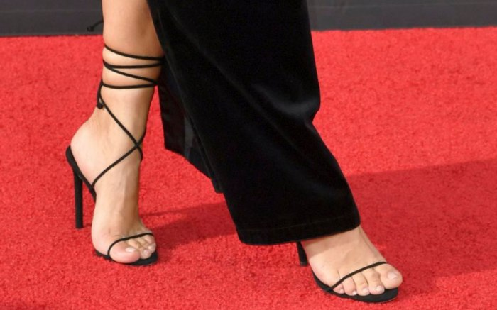 Kim Kardashian, strappy black sandals, red carpet, creative arts Emmys 2019