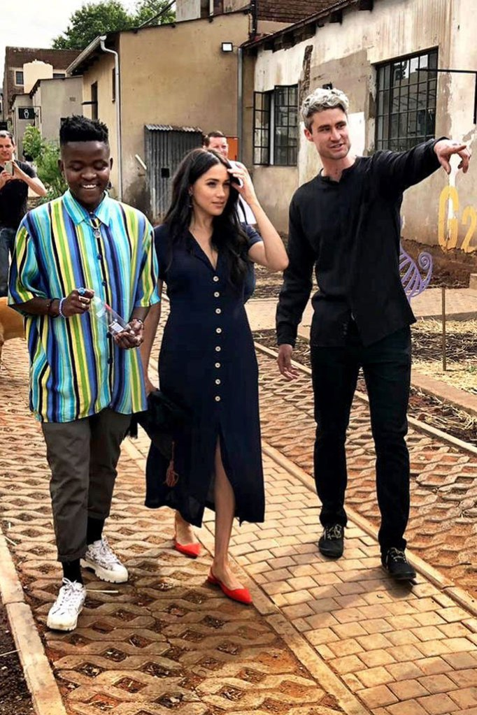 Meghan Markle, Wilfred dress, blue shirt dress, Everlane shoes, red flats, pointy toe flats, south Africa, Johannesburg, royal tour, Africa tour, September 2019, duchess of Sussex, royal style, celebrity style