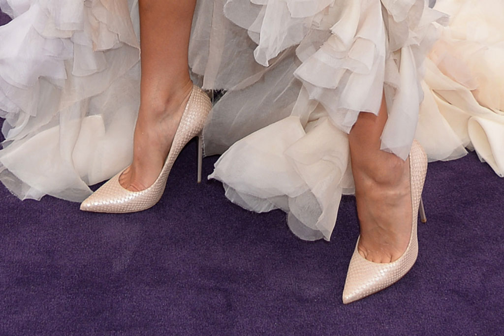 Olivia Culpo, jimmy Choo Anouk, shoe style, feet, celebrity style, red carpet, 2019 primetime emmy awards