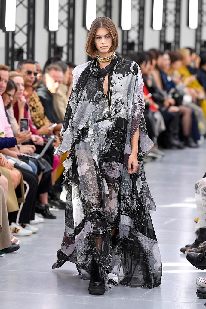 Kaia Gerber, Sacai spring '20, Paris Fashion Week.