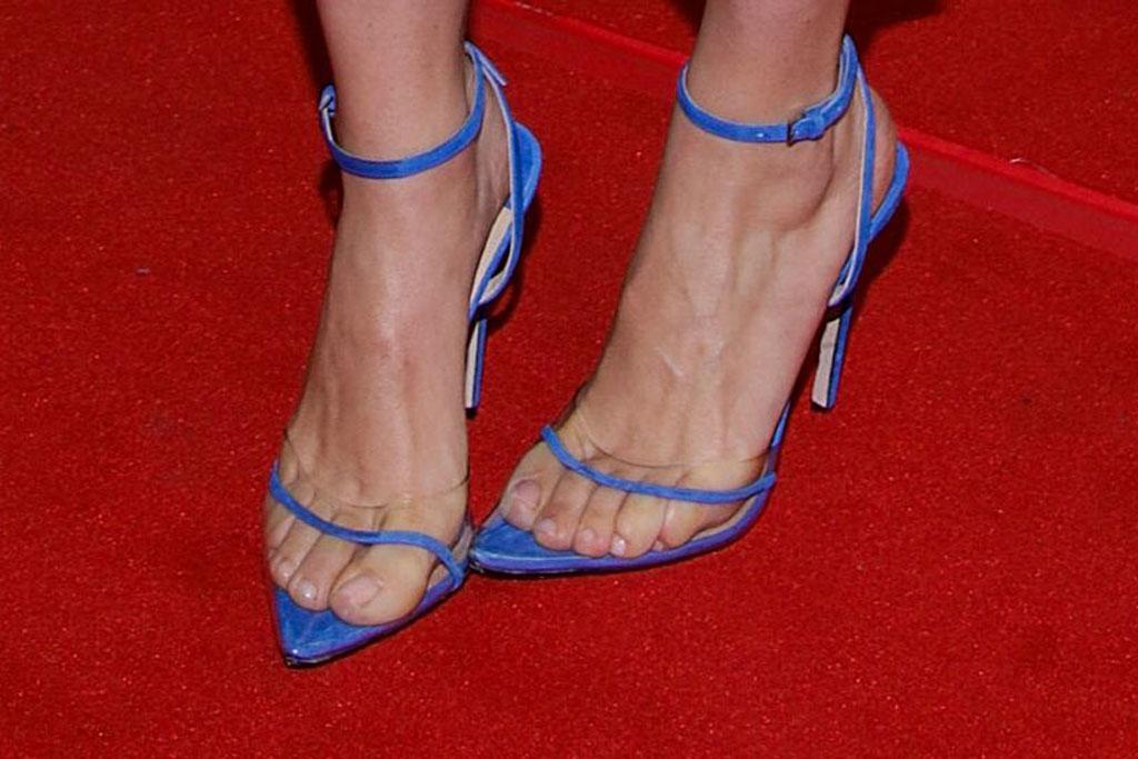 Scarlett Johansson , Andrea wazen dassy, clear shoes, red carpet, pedicure, toes, celebrity feet