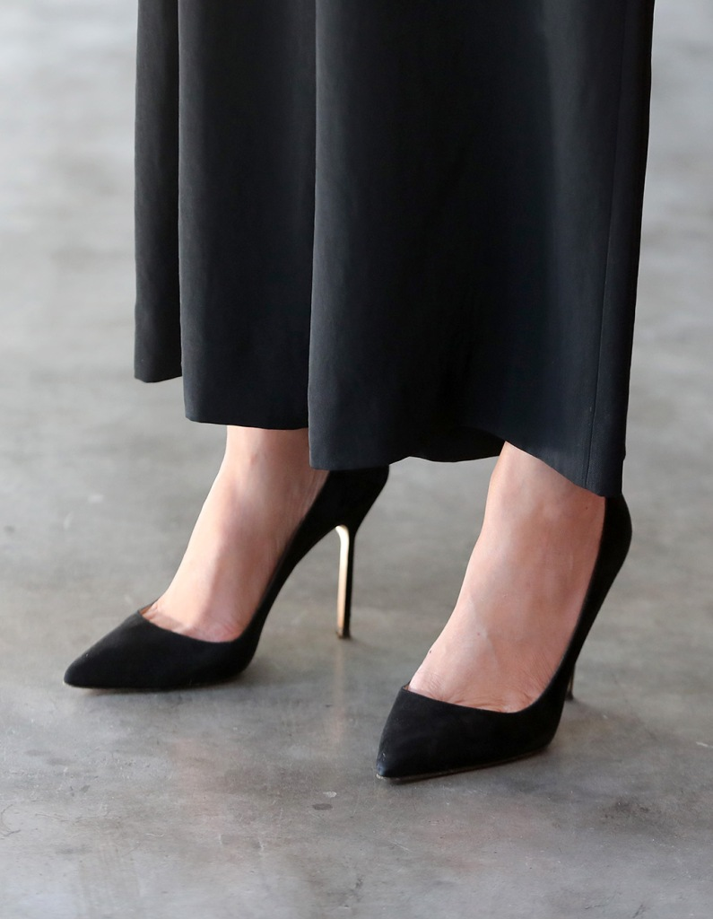 Meghan markle, Manolo blahnik, bb pumps, classic black pumps, stilettos, Duchess of Sussex,visits Woodstock Exchange, a women founders/social entrepreneurs event with Prince Harry, Duke of Sussex in Cape Town, South Africa, 25 September 2019. The Duke and Duchess of Sussex are on an official visit to South Africa. Woodstock Exchange, the UK-SA Tech Hub focuses on skills development and access to markets by assisting entrepreneurs, particularly women, to acquire skills, resources and support.Duke and Duchess of Sussex on royal tour of South Africa, Cape Town - 25 Sep 2019