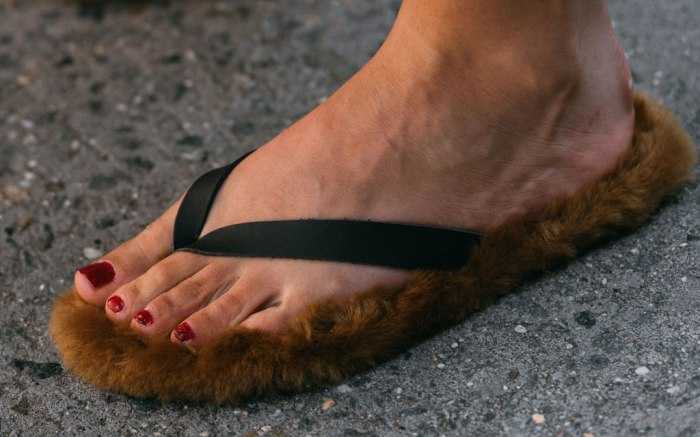 Tibi, NYFW, spring 2020, street style, flip flops