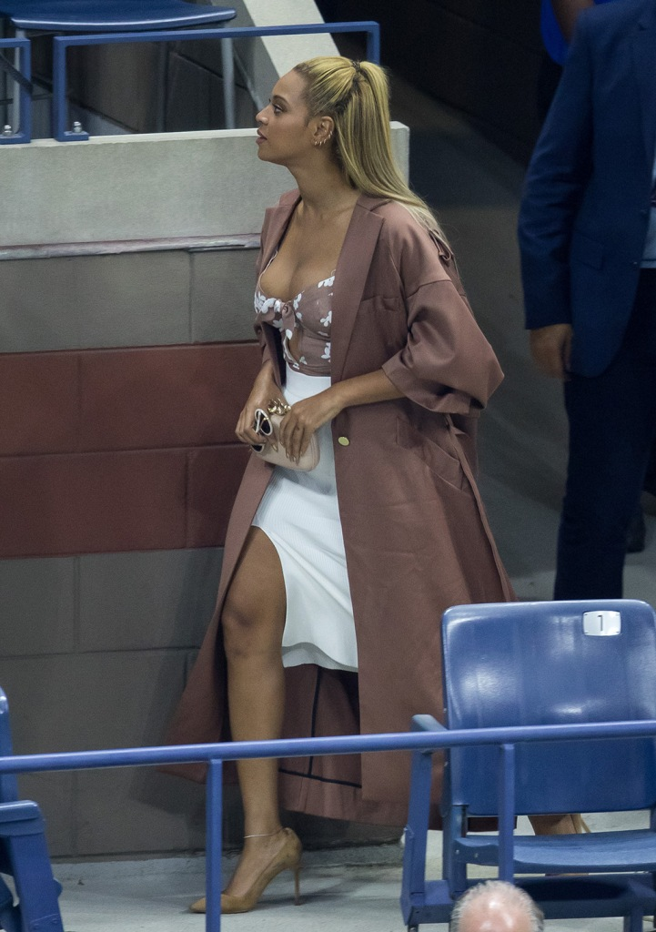 Beyoncé , Manolo blahnik, high heels, pumps, coat, Zimmermann coat, cushnie et Ochs, skirt, for love & lemons shirt, cleavage, Jay Z and Beyonce attend the 2016 US Open at USTA Billie Jean King National Tennis Center in Queens, New York, USA,Pictured: Jay Z and Beyonce,Jay ZBeyonceRef: SPL1344877 020916 NON-EXCLUSIVEPicture by: SplashNews.comSplash News and PicturesLos Angeles: 310-821-2666New York: 212-619-2666London: 0207 644 7656Milan: +39 02 56567623photodesk@splashnews.comWorld Rights