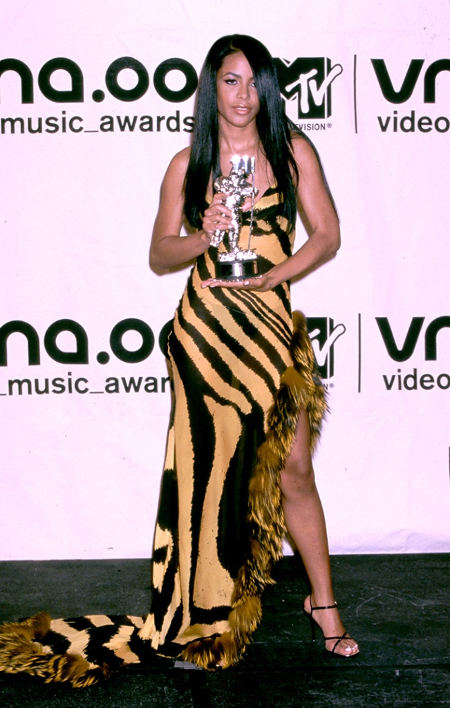 Aaliyah at the 2000 MTV VMA's, aaliyah style, aaliyah shoe style