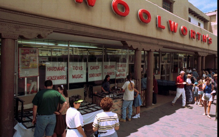 WOOLWORTH CLOSING, SANTA FE, USA