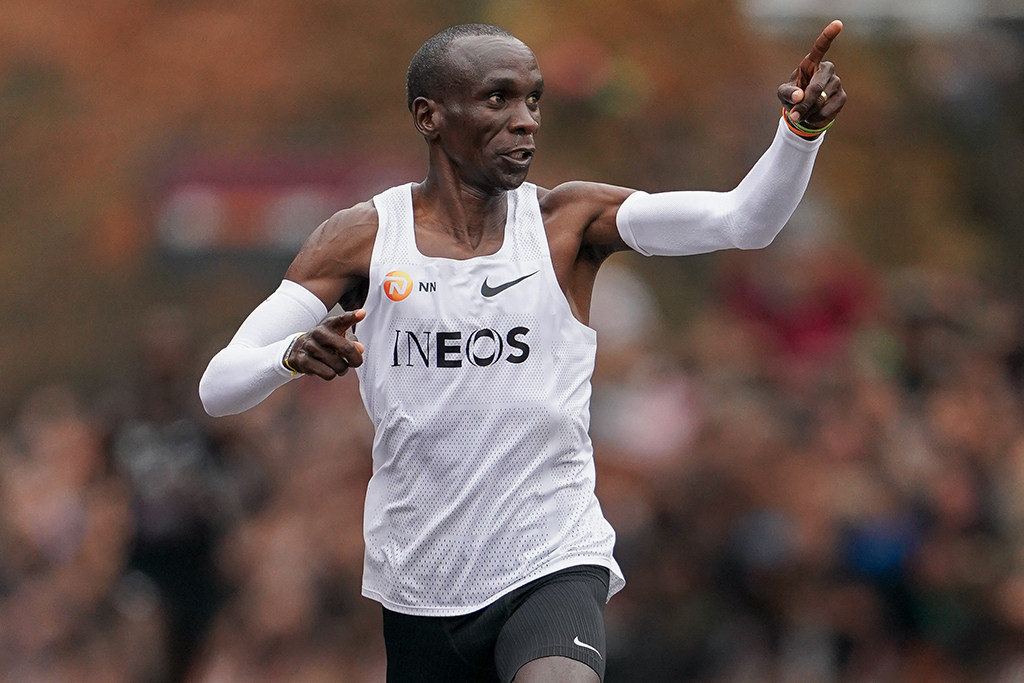 Pantalones Inspección representante  Eliud Kipchoge's Nike Shoes Marathon Controversy: Insiders Weigh In –  Footwear News