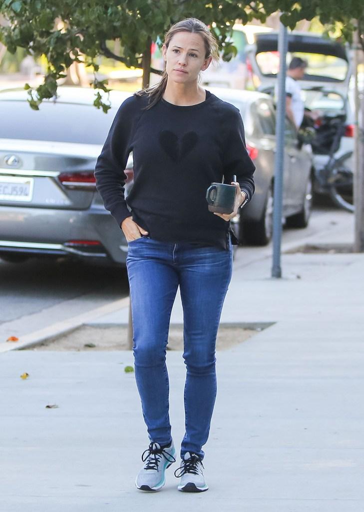 Jennifer Garner, Asics sneakers, Rag & Bone sweater, skinny jeans, celebrity style, street style, Jennifer Garner out and about, Los Angeles, USA - 02 Oct 2019
