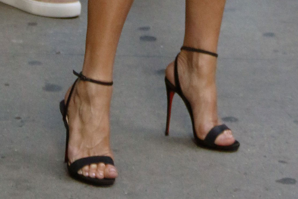 Jennifer Aniston, sandals, pedicure, toes, celebrity feet, christian louboutin shoes, good morning america, nyc, celebrity style
