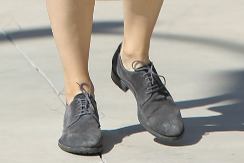 Jennifer Garner, celebrity style, shoe detail, gray brogues, los angeles, footwear,