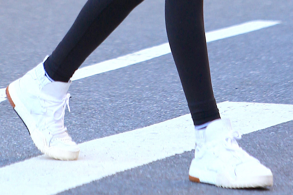 Kaia Gerber, adidas x alexander wang, white sneakers, bball shoes, leggings, celebrity street style, nyc, october 2019