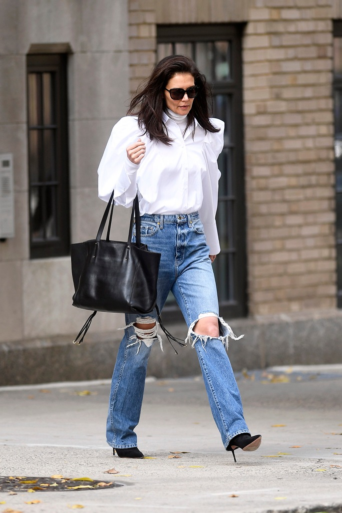 Katie Holmes, ripped jeans, puff sleeves, khaite shirt, black tote bag, sunglasses, black boots, steps ouf for a bussiness meeting in New York City todayPictured: Katie HolmesRef: SPL5124583 261019 NON-EXCLUSIVEPicture by: Elder Ordonez / SplashNews.comSplash News and PicturesLos Angeles: 310-821-2666New York: 212-619-2666London: +44 (0)20 7644 7656Berlin: +49 175 3764 166photodesk@splashnews.comWorld Rights, No Portugal Rights
