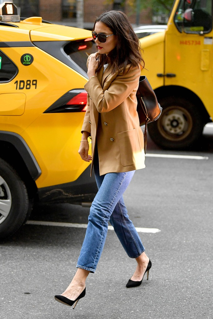 Katie Holmes, tan blazer, straight leg jeans, celebrity style, tote bag, wears a tan blazer in New York CityPictured: Katie HolmesRef: SPL5123833 221019 NON-EXCLUSIVEPicture by: Robert O'Neil / SplashNews.comSplash News and PicturesLos Angeles: 310-821-2666New York: 212-619-2666London: +44 (0)20 7644 7656Berlin: +49 175 3764 166photodesk@splashnews.comWorld Rights