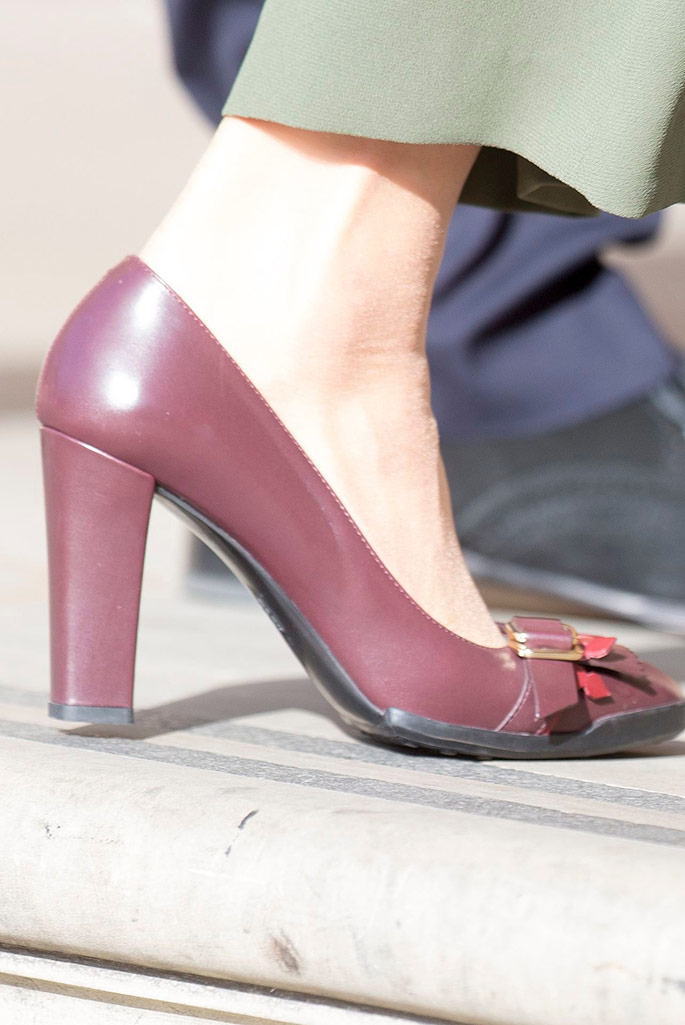 Kate Middleton wears shoes by Tod's.