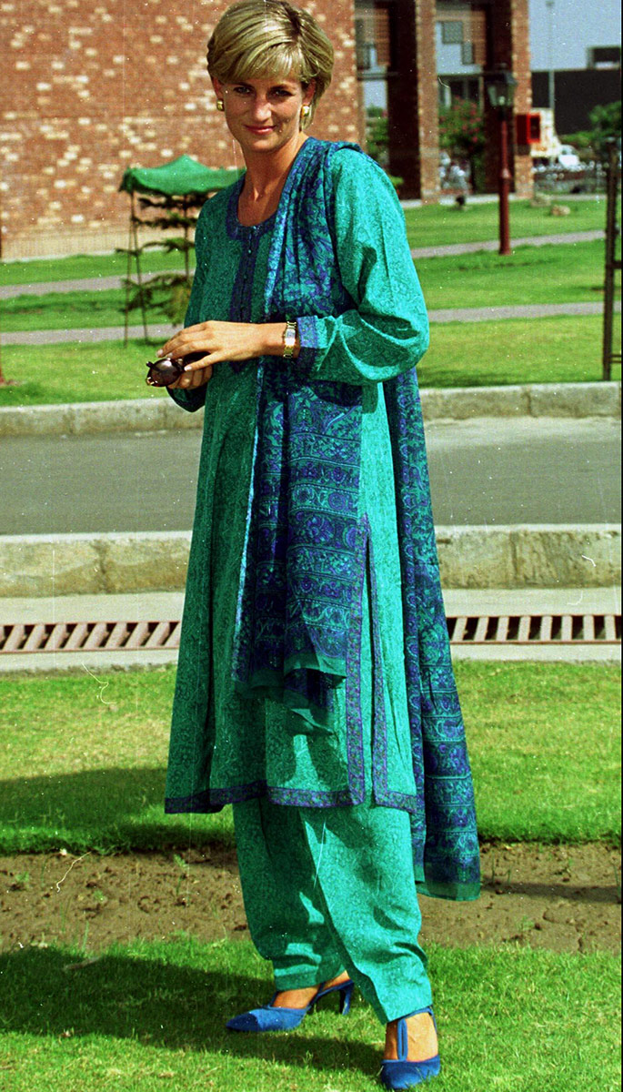 Princess Diana wore a similar color when she visited Pakistan in 1991.