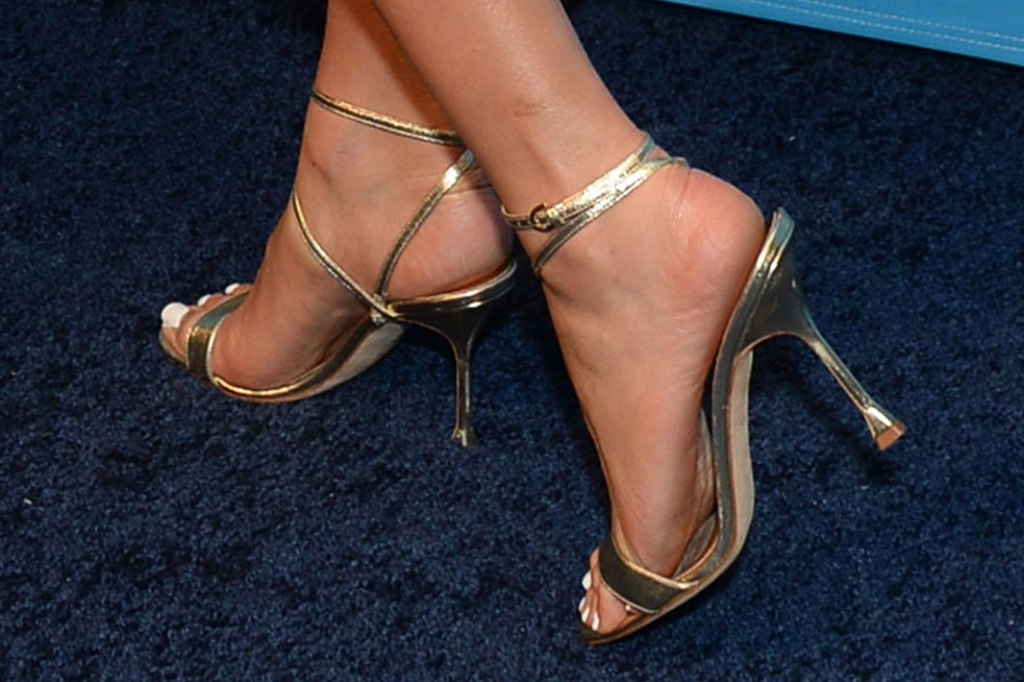 olivia culpo, gold sandals, strappy sandals, feet, celebrity shoe style, toes, pedicure, nails