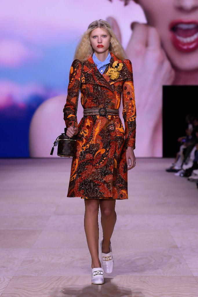 louis, vuitton, spring, 2020, paris, fashion, week, mini, skirt, loafers