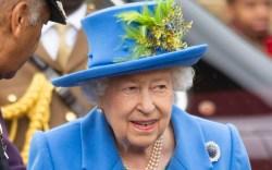 queen elizabeth, london, blue jacket, blue