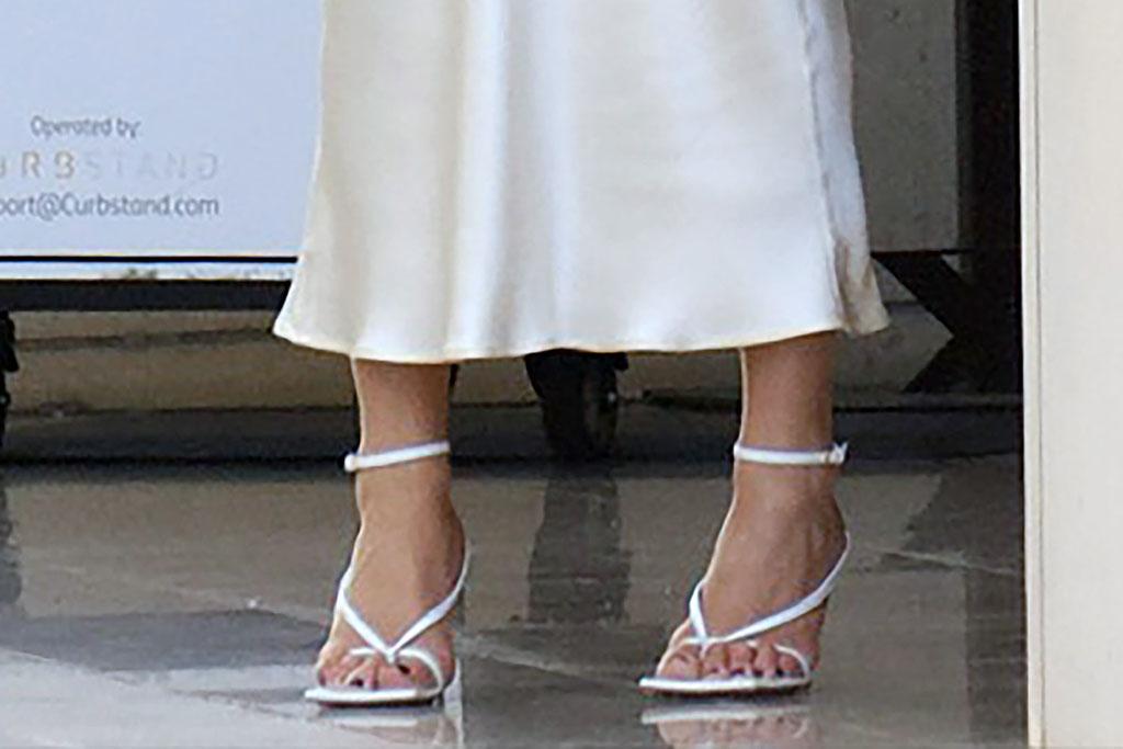 Rosie Huntington-Whiteley, thong sandals, flip flop heels, bottega veneta shoes, pedicure, celebrity feet, toes,
