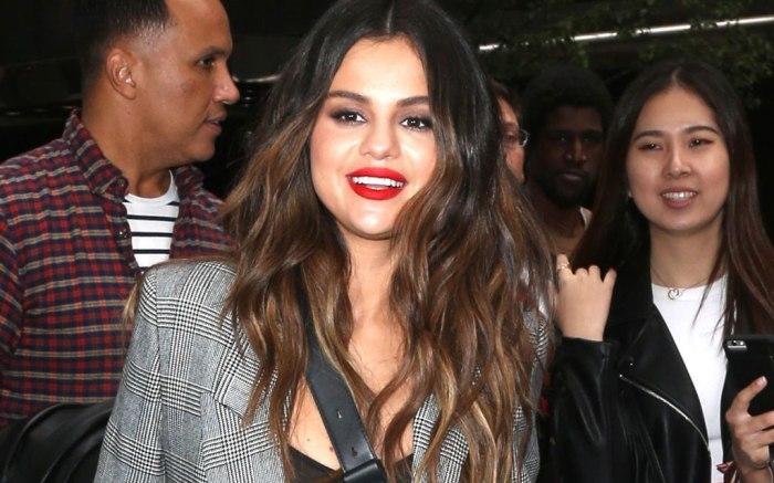Selena Gomez, frame pantsuit, blazer, pants, nyc, street style, selena gomez