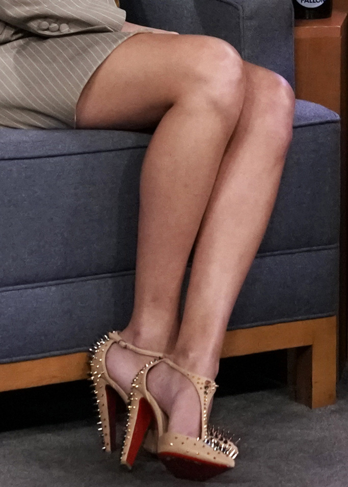 Goldostrap nude T-strap pumps, spikes, shoes,THE TONIGHT SHOW STARRING JIMMY FALLON -- Episode 1132 -- Pictured: (l-r) Singer-songwriter Taylor Swift during an interview with host Jimmy Fallon on October 3, 2019 -- (Photo by: Andrew Lipovsky/NBC)