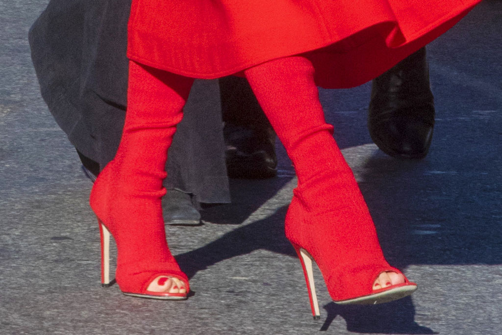 Victoria Beckham, vb, fall 2019, red boots, pedicure, peep-toe boots, stilettos, shoe style, toes, feet,