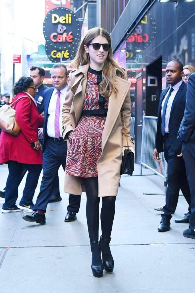 anna kendrick, gma, good morning america, platform heels, tights
