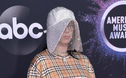Billie EIlish, Burberry, American Music Awards,