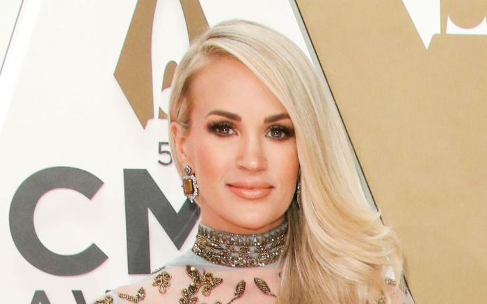 cma awards, nashville, carrie underwood, host, gold dress