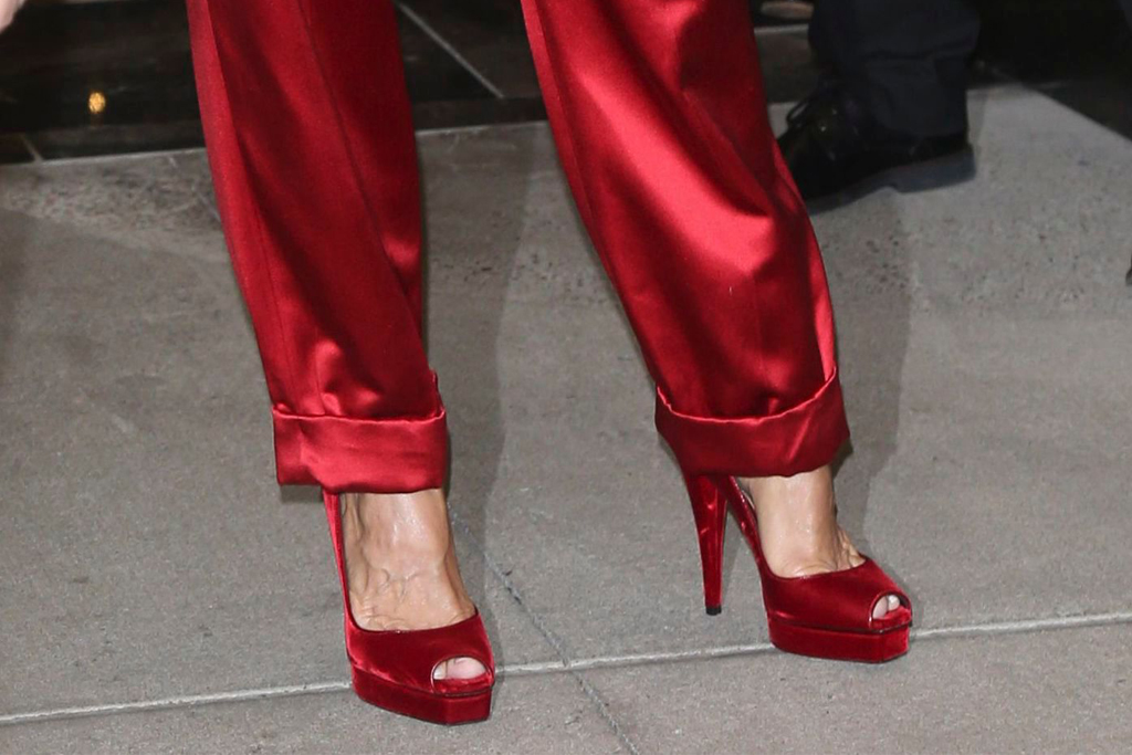 celine dion, all red, red, monochrome, new york