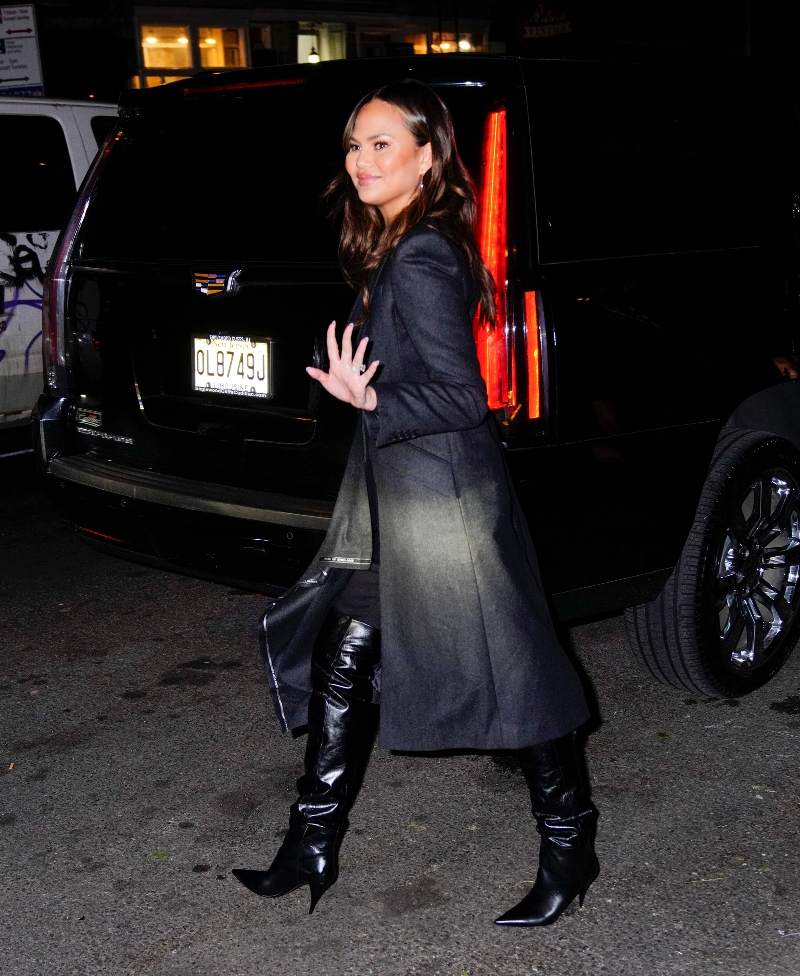 chrissy teigen, new york, black jacket, boots, black boots, saint laurent