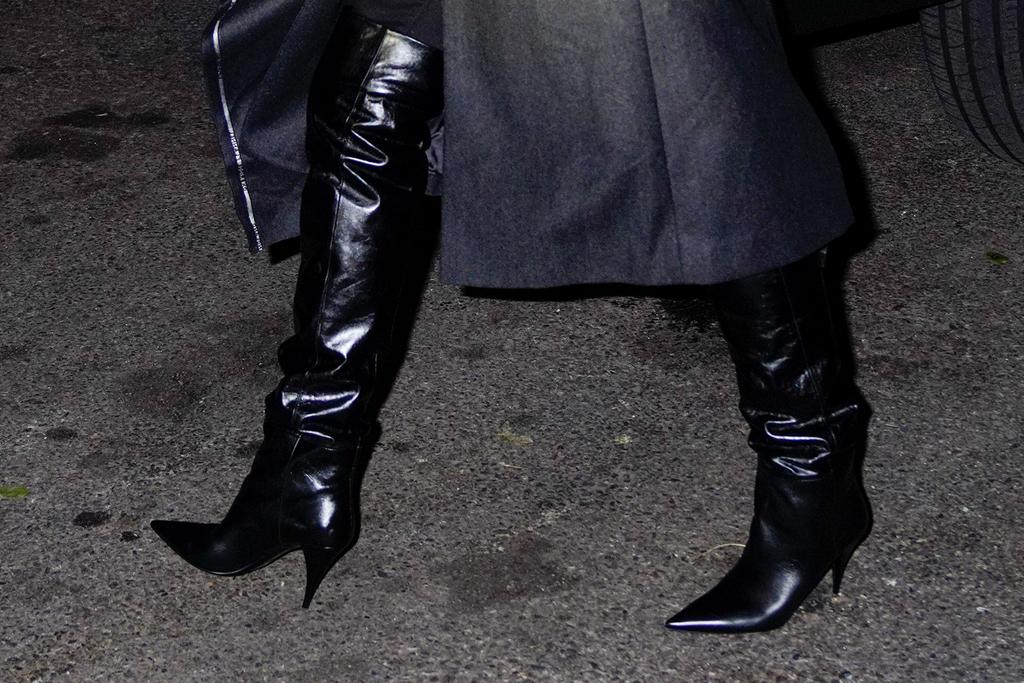 chrissy teigen, new york, black jacket, boots, black boots, saint laurent