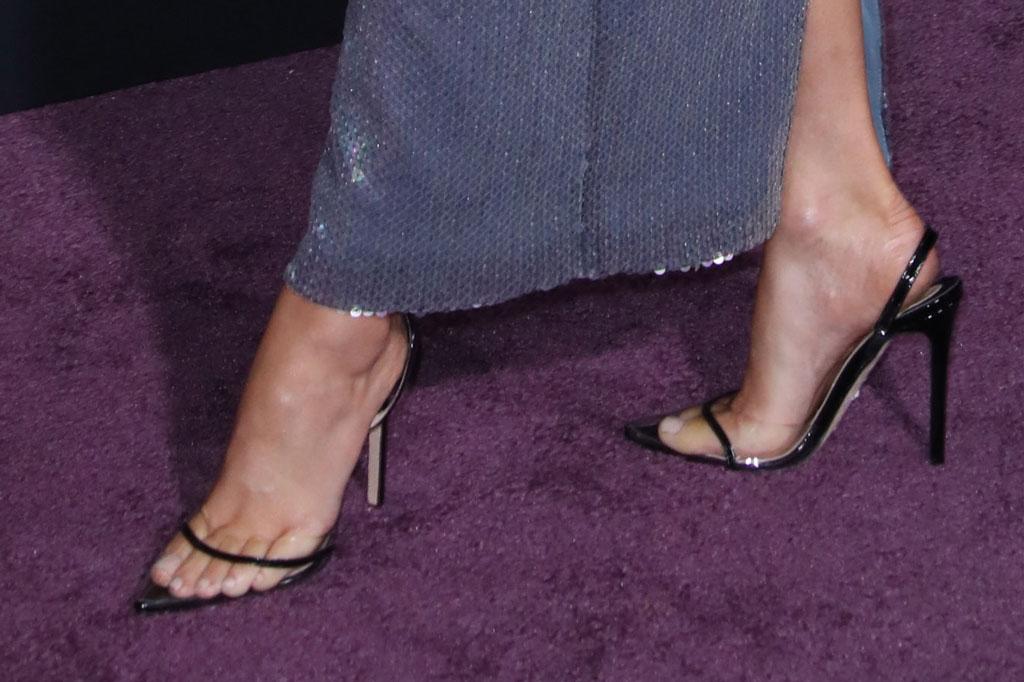 elizabeth banks, red carpet, andrea wazen, stilettos, see-through pumps, red carpet, charlies angels
