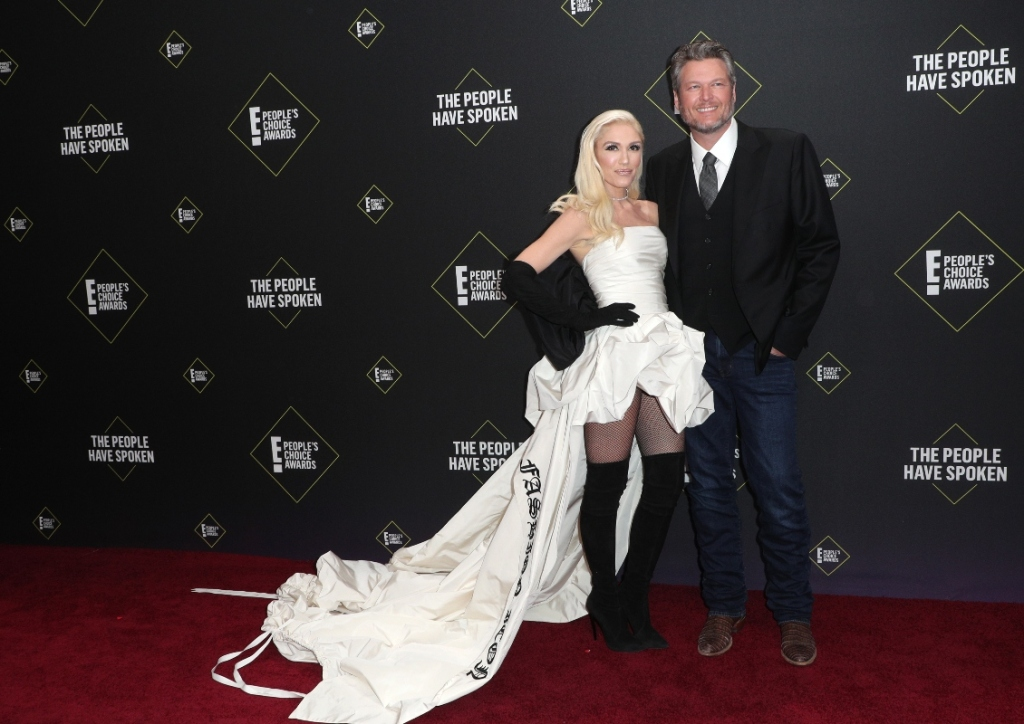 gwen stefani, fashion icon, white dress, black boots, over the knee boots, thigh-high, people's choice awards, blake shelton
