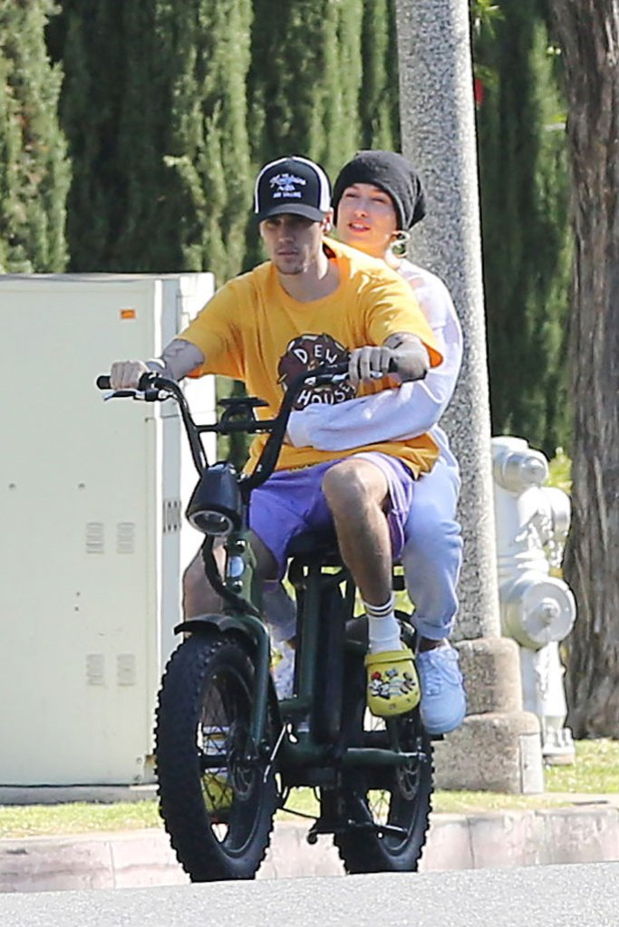 Hailey Baldwin, Justin Bieber, los angeles, september 2019, celebrity style, bike ride, crocs foam clogs, nike air force 1s