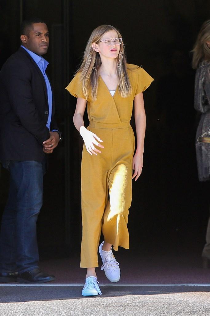 Violet Affleck, ben affleck daughter, jennifer garner, daughter, white sneakers, yellow jumpsuit, celebrity kid , Jennifer Garner out and about, Los Angeles, USA - 24 Nov 2019