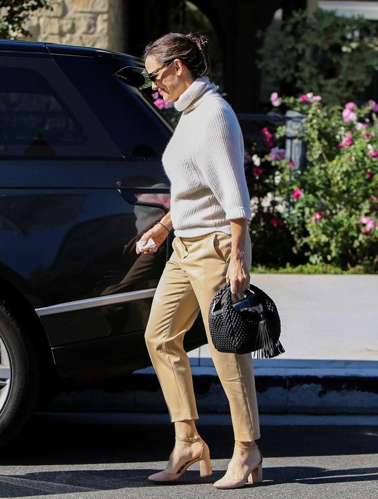 Jennifer Garner, Chloé , chloe lauren pumps, blush pumps, turtleneck, beige pants, sunglasses, fall fashion, Jennifer Garner out and about, Los Angeles, USA - 24 Nov 2019Jennifer GarnerJennifer Garner out and about, Los Angeles, USA - 24 Nov 2019