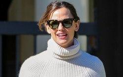 Jennifer Garner, turtleneck, sunglasses, celebrity style,