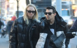 Joe Jonas and Sophie Turner steps