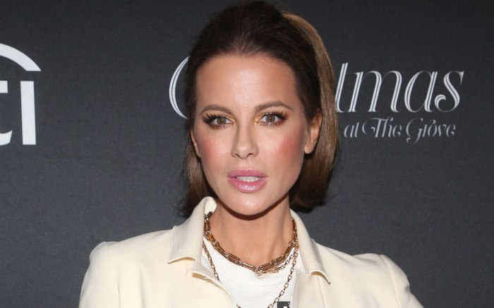 Kate Beckinsale, celebrity style, red carpet, christmas at the grove