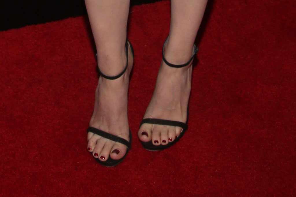 Kate Mara, black sandals, ankle strap sandals, pedicure, toes, shoe style, red carpet, christmas at the grove, november 2019