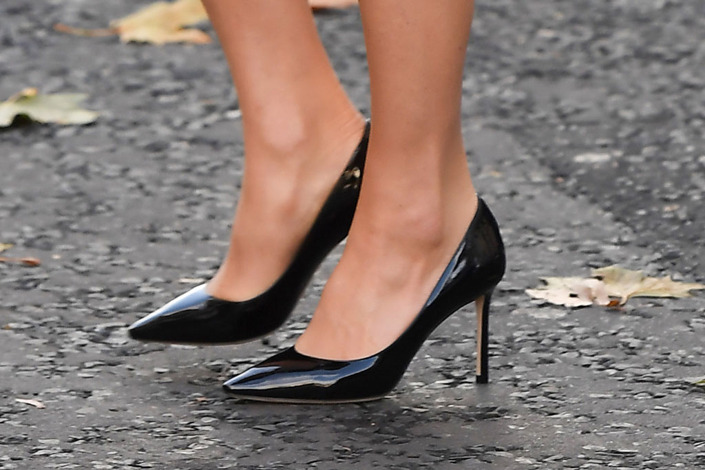 kate middleton, jimmy choo, classic black pumps, stilettos, london, uk, royal style