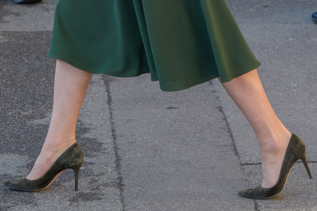 Kate Middleton, green suede shoes, stilettos, classic pointed-toe pumps, celebrity style, street style, london