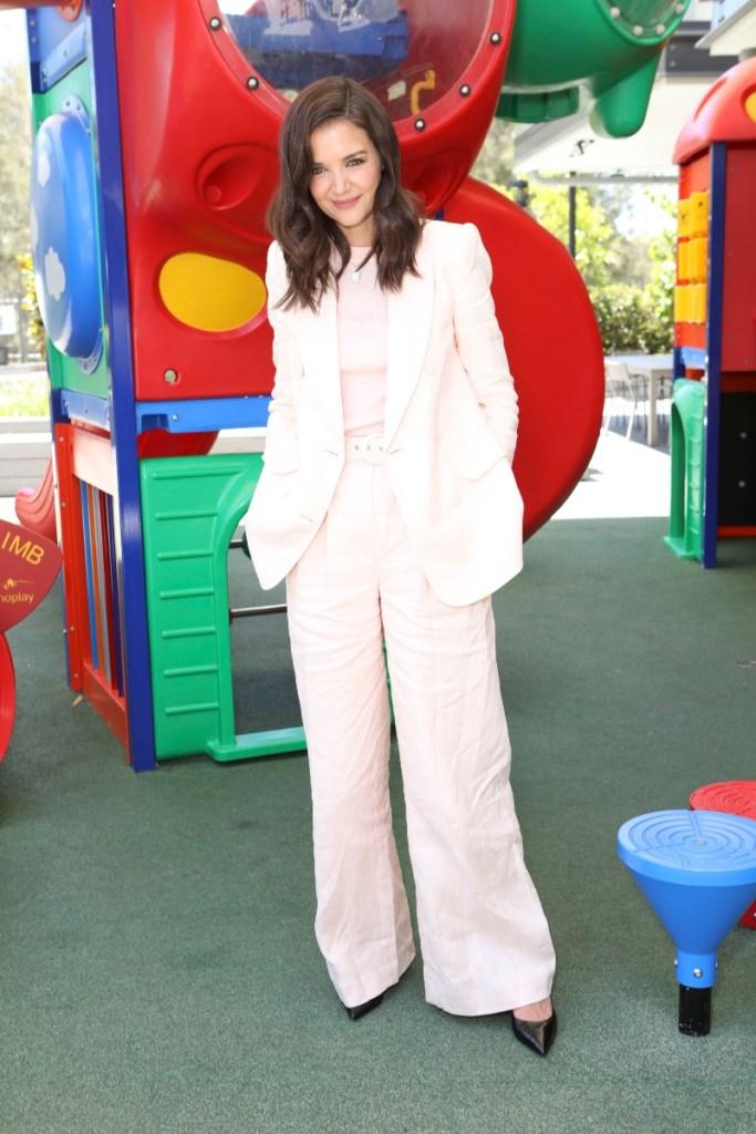 katie holmes, Ronald McDonald House in Sydney, australia, pink suit