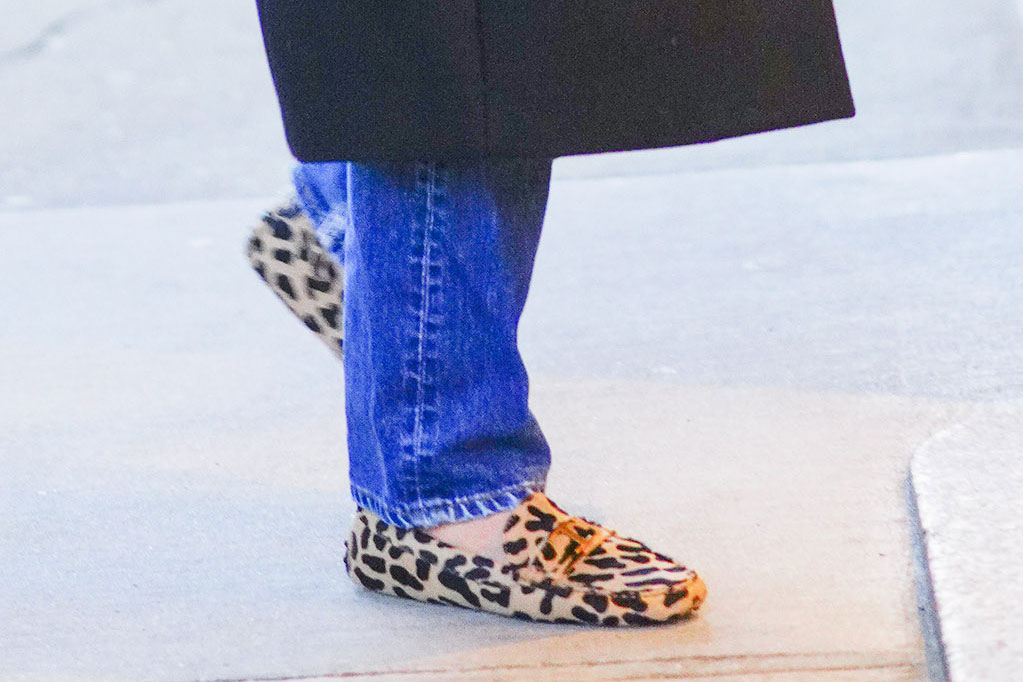 Katie Holmes, leopard shoes, loafers, tod's, street style, nyc, black jacket, mom jeans, leopard-print shoes, loafers, animal print trend, fall fashion, black coat, handbag, sunglasses, out and about in New YorkPictured: Katie HolmesRef: SPL5131869 261119 NON-EXCLUSIVEPicture by: Jackson Lee / SplashNews.comSplash News and PicturesLos Angeles: 310-821-2666New York: 212-619-2666London: +44 (0)20 7644 7656Berlin: +49 175 3764 166photodesk@splashnews.comWorld Rights, No Portugal Rights