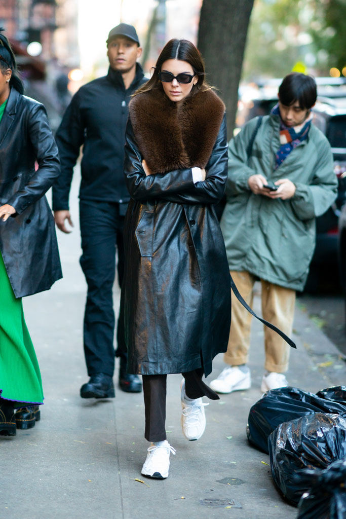 kendall jenner, white sneakers, chunky sneakers, dad shoes, nyc, street style, celebrity style, trench coat, fur trim,