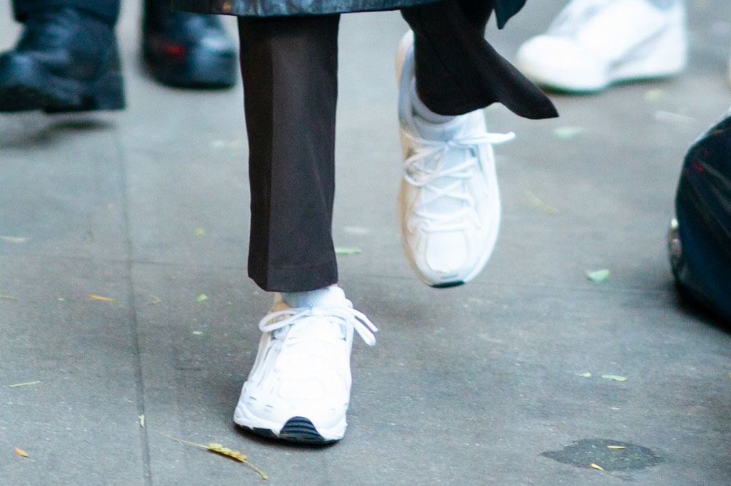 kendall jenner, white sneakers, chunky sneakers, dad shoes, nyc, street style, celebrity style