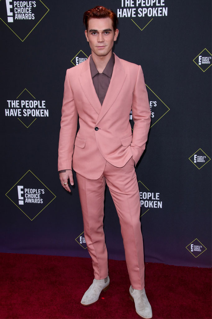 KJ Apa, People's Choice Awards, pink suit, Riverdale